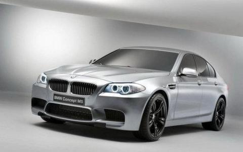 宝马M5以13,339,000泰铢的价格推出功能强大的V8发动机