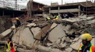 夸祖鲁-纳塔尔省的汤加特购物中心倒塌