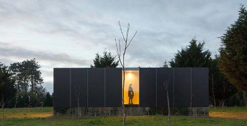 一家预制房屋公司背后的建筑师 迄今已完成了其最小的建筑之一