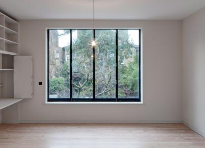 APA为翻新的伦敦联排别墅创建了仓库风格的内饰