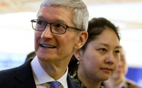 苹果在Facebook数据丑闻中呼吁加强监管
