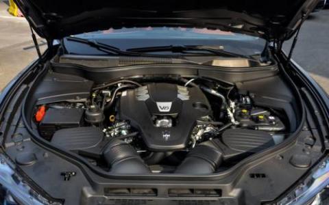一台627马力的双涡轮3.8升V8发动机和一台176马力的电动机