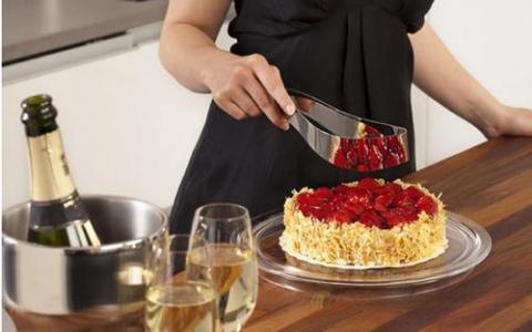 切蛋糕时怎么做可以使切口平整且不粘 蚂蚁庄园7月3日答案解析