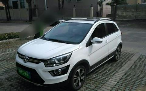 北京汽车SenovaX25在中国成都车展上首次亮相