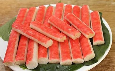 一般吃火锅时涮的蟹棒它的主要原材料是什么 A:虾肉糜 B:鱼糜