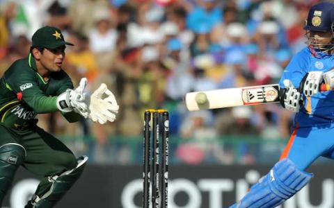 Ashish Nehra在2011年世界杯足球赛中对巴基斯坦进行的85洞爆棚