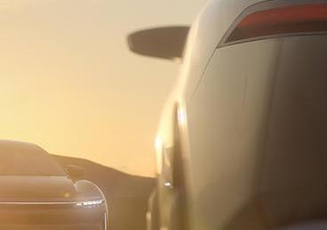 清醒汽车的最新预告片还有另一个特斯拉在眼前