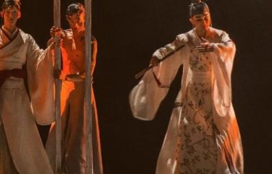 画皮以现代舞为根基吸收容纳众之所长这与歌舞伎通过舞来传达故事情节是共通的