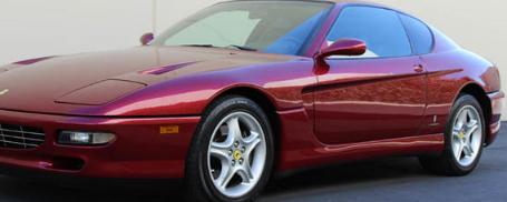 法拉利的第一批生产车预先安装了源自赛车的V12发动机