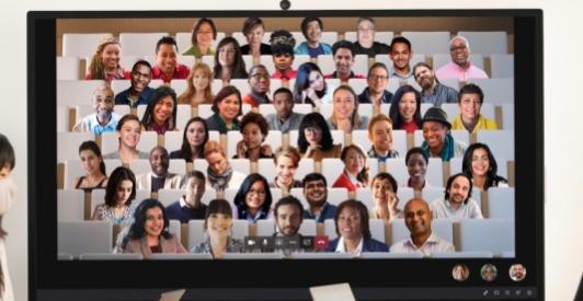 微软我们的85英寸SurfaceHub2S非常适合社交活动