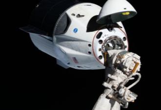 SpaceX明年将带3名游客前往国际空间站