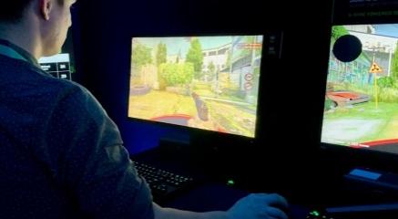 我试用了华硕360Hz显示器它使我成为了更好的游戏玩家