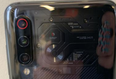 小米Mi9是第一款配备Snapdragon855处理器的手机
