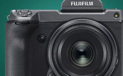 富士胶卷GFX100S的尺寸小到102MP中画幅相机