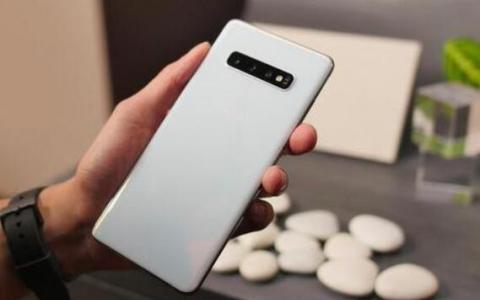 三星通过Galaxy S10智能手机的一个UI 3.0恢复Android 11更新