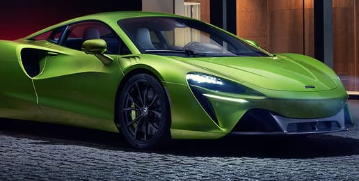 迈凯轮的首款量产混合动力汽车配备了插入式双涡轮增压V6和八速DCT