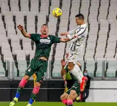在意甲第23轮的最后一场比赛中尤文图斯兵不血刃的3球大胜克罗托内