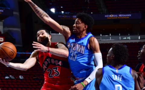 NBA常规赛休斯顿火箭队继续背靠背出战此役对手是东部猛龙队