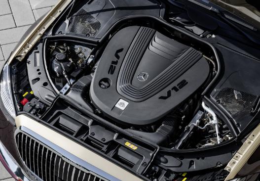 欢呼2022年的梅赛德斯奔驰迈巴赫S680全新的V12系列国王