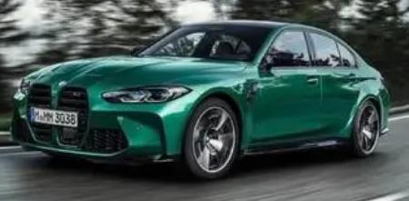2021款宝马M3深灰色轿车看起来像达斯维达的车